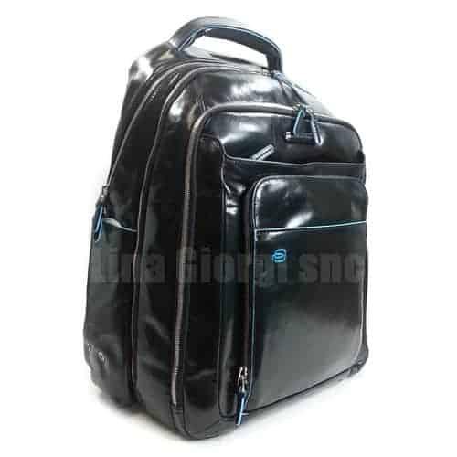 f1292d3629fc45 Zaino P/PC con Porta Ipad Tutta Pelle Piquadro Nero Linea Blue Square -  CA1813B2. CA1813B2N-1